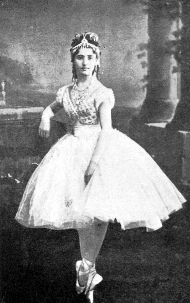 Giuseppina Bozzacchi Giuseppina Bozzacchi as Swanhilde in the SaintLonDelibes