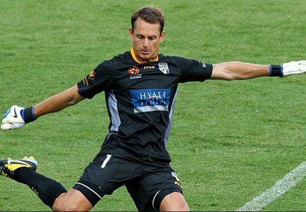 Glen Moss Goalkeeper Glen Moss seals return to Wellington Phoenix on