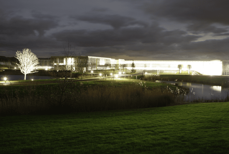 Goodwood plant RollsRoyce Goodwood plant designed by Nicholas Grimshaw Design Talks