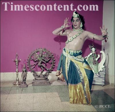 Gopi Krishna (dancer) Gopi Krishna Entertainment Photo Kathak dancer and
