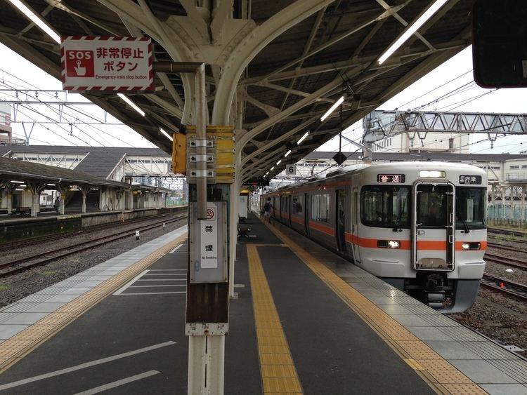 Gotemba Line FilePlatform of Numazu Station Gotemba Line and train bounding