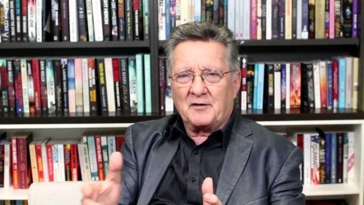 Graeme Blundell Graeme Blundell talks about his biography of Bert Newton