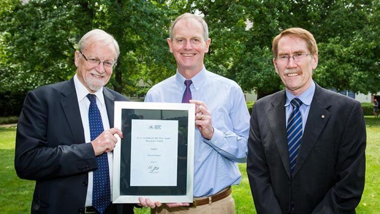 Graham Tuckwell ANU honours philanthropist Graham Tuckwell Tuckwell Scholarship ANU