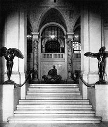 Grand Central Art Galleries httpsuploadwikimediaorgwikipediacommonsthu