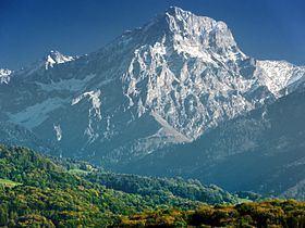 Grand Muveran httpsuploadwikimediaorgwikipediacommonsthu
