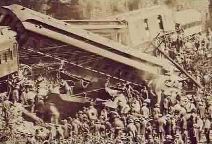 Great Train Wreck of 1918 1000 images about Train Wrecks on Pinterest Days in Rail car and