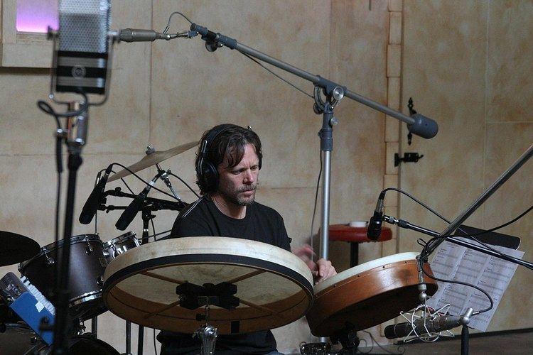 Greg Ellis (musician) httpsuploadwikimediaorgwikipediacommonsthu