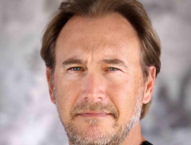 Gregg Fienberg Gregg Fienberg Det rde rum
