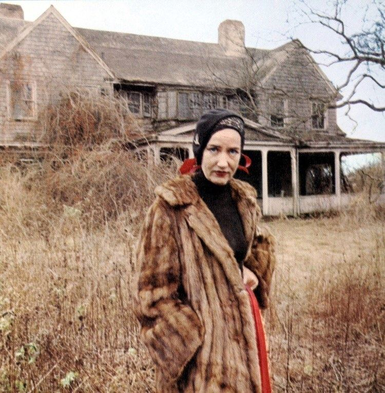 Grey Gardens What Does the Grey Gardens House Look Like Now Vogue
