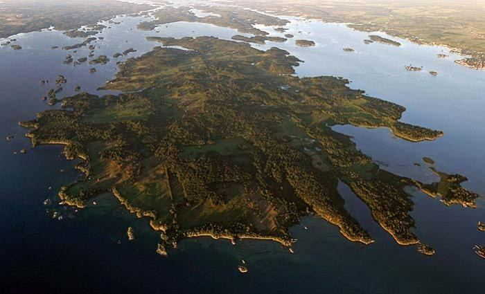 Grindstone Island httpssmediacacheak0pinimgcomoriginalsd8