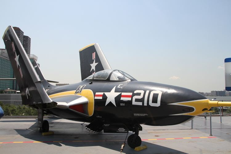 Grumman F-9 Cougar FileGrumman F9F8 Cougar 1955 IMG 2107JPG Wikimedia Commons