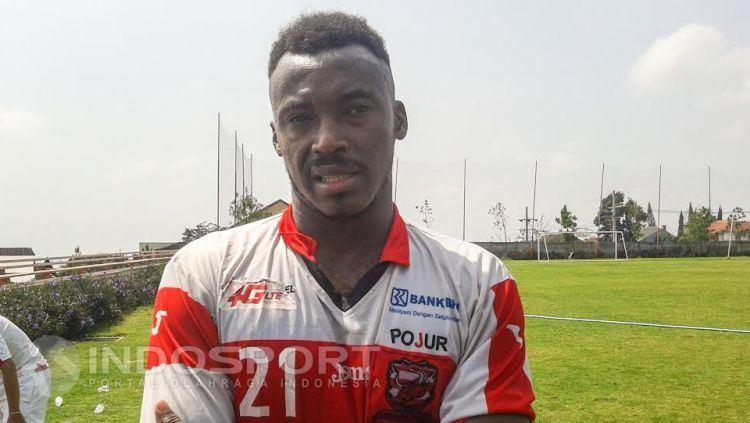 Guy Junior Ondoua Kewarganegaraannya di Permasalahkan Ini Penjelasan Striker Anyar MU