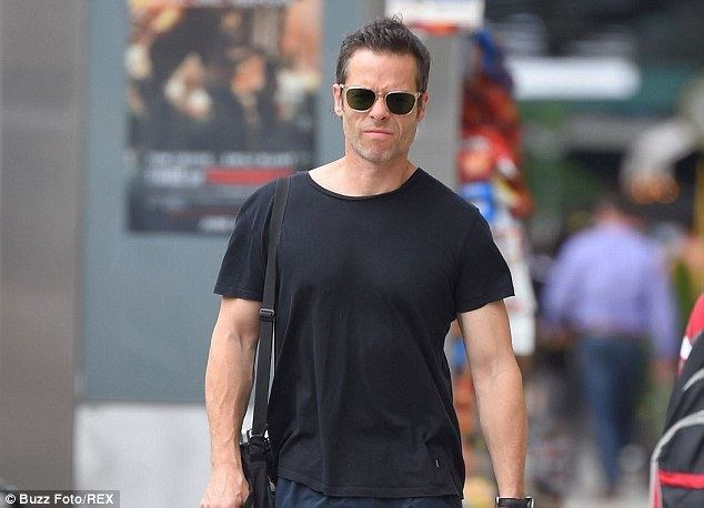 Guy Pearce Guy Pearce and Powderfingers Darren Middleton to embark on joint