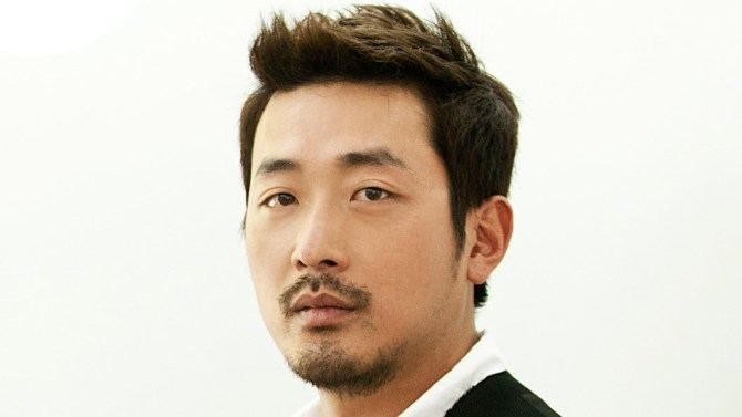 Ha Jung-woo Cannes Korea39s Ha Jungwoo to Direct Star in 39Blood