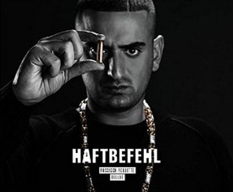 Haftbefehl Azzlack So erklrt der Rapper Haftbefehl das Wort Azzlackz united