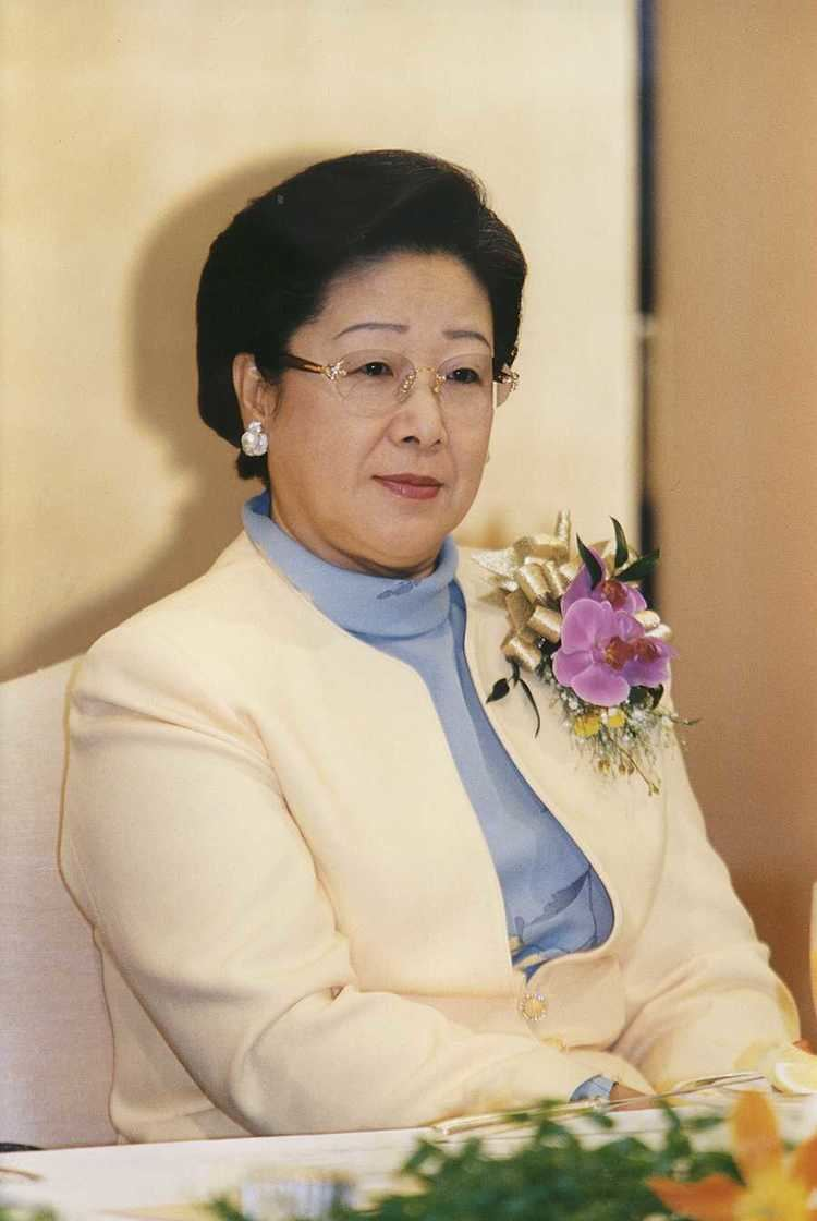 Hak Ja Han Moon Family Photos from 1999 TOC