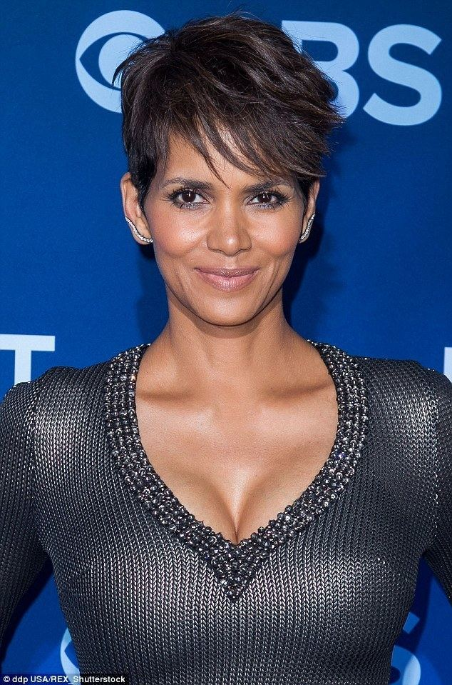 Halle Berry Halle Berry tells Extra her 39TMI39 secrets behind her new