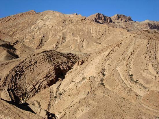 Hamada Hamada Umlaufendes Streichen der Gesteinsschichten am Djebl Bliji