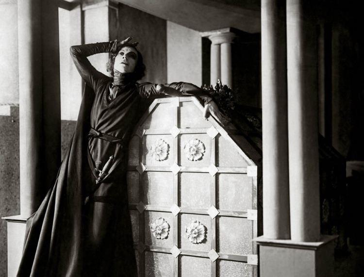 Hamlet (1921 film) Hamlet on Film 1921 with Asta Nielsen Maple Danish