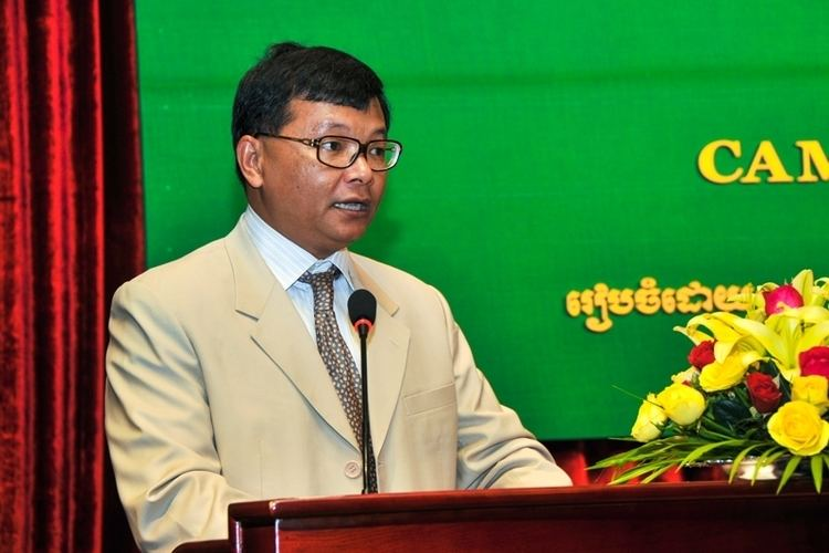 Hang Chuon Naron Education Minister No Easing of AntiCheating Campaign Khmer Times
