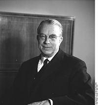 Hans Globke httpsuploadwikimediaorgwikipediacommonsthu
