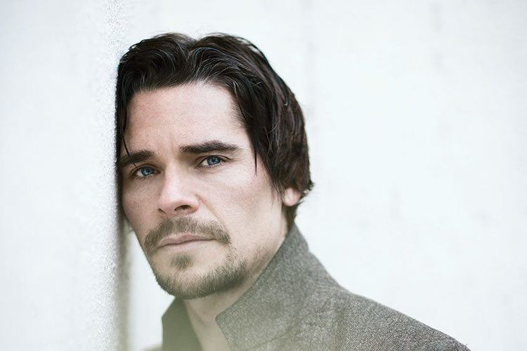 Hans Matheson Interview How does Jericho star Hans Matheson stay so fresh