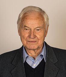 Hans Modrow httpsuploadwikimediaorgwikipediacommonsthu