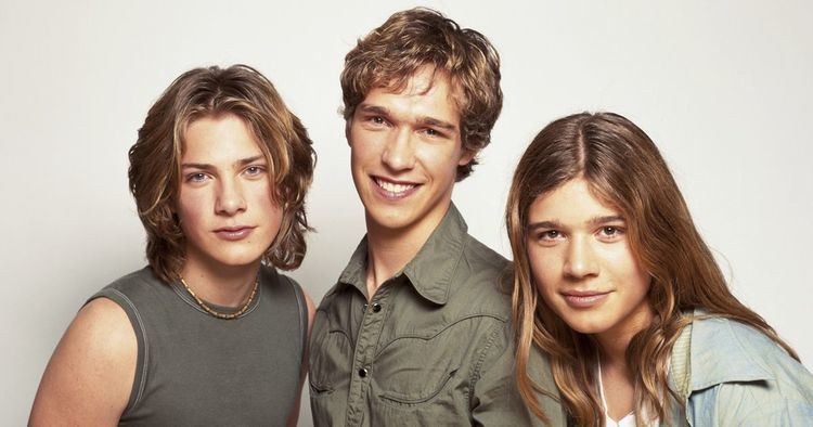 Hanson (band) Hanson39s MMMBop was a huge hit but the band says we39ve been singing