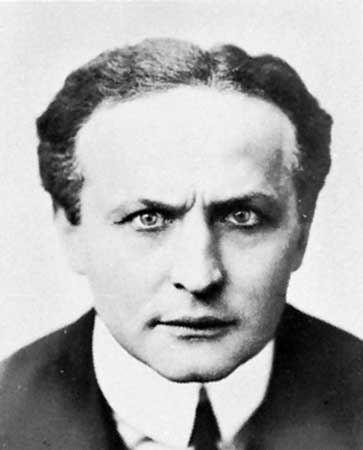 Harry Houdini Harry Houdini American magician Britannicacom