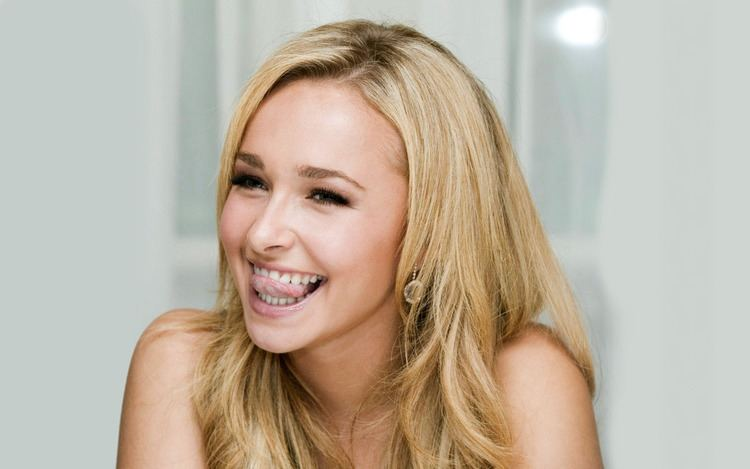 Hayden Panettiere Hayden Panettiere Cheers On Fianc at Boxing Match Hollywire