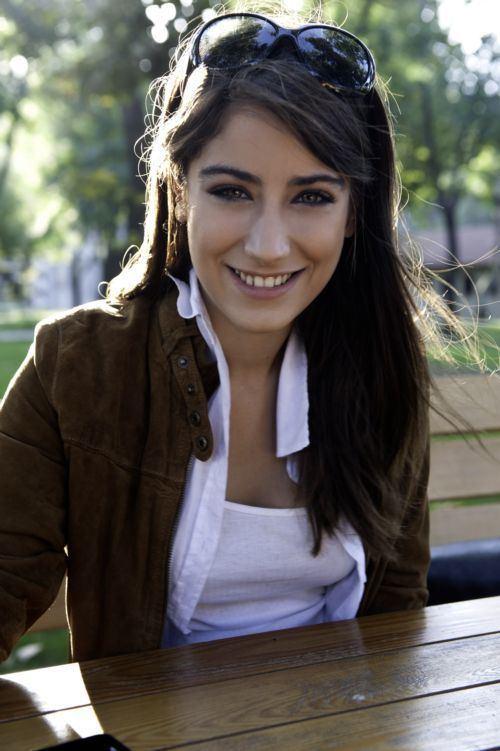 Hazal Kaya 39 best EmIr 3 FeRiHa images on Pinterest Female characters