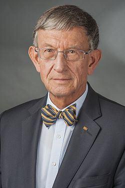 Heinz Riesenhuber httpsuploadwikimediaorgwikipediacommonsthu
