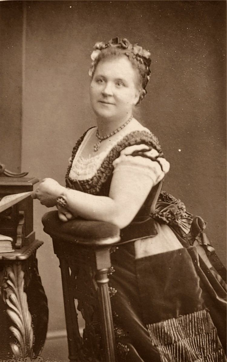 Helen Lemmens-Sherrington Helen LemmensSherrington Wikipedia