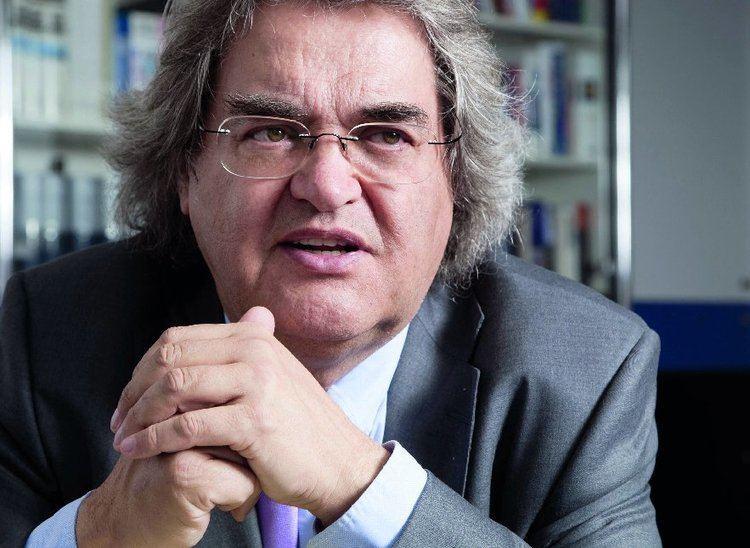 Helmut Markwort Griechenland ermittelt wegen StinkefingerCover gegen