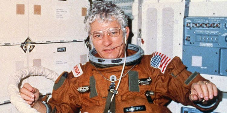 Henry Hartsfield Astronaut Hank Hartsfield Who Led First Flight Of Space