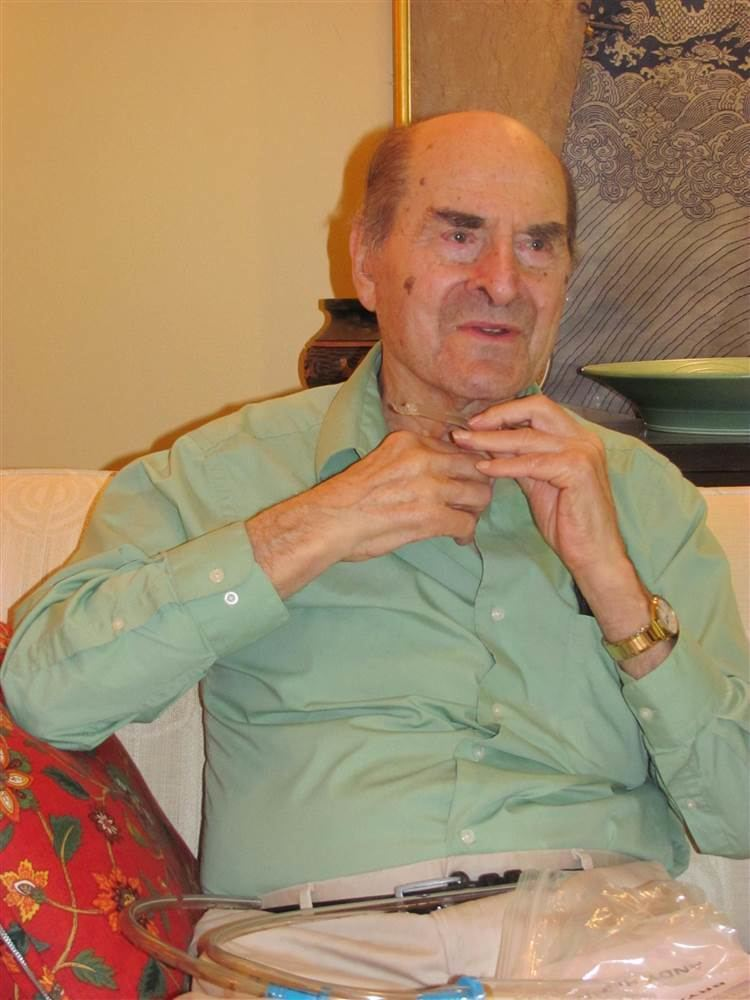 Henry Heimlich At 96 Dr Henry Heimlich Uses His Own Technique to Save Someone