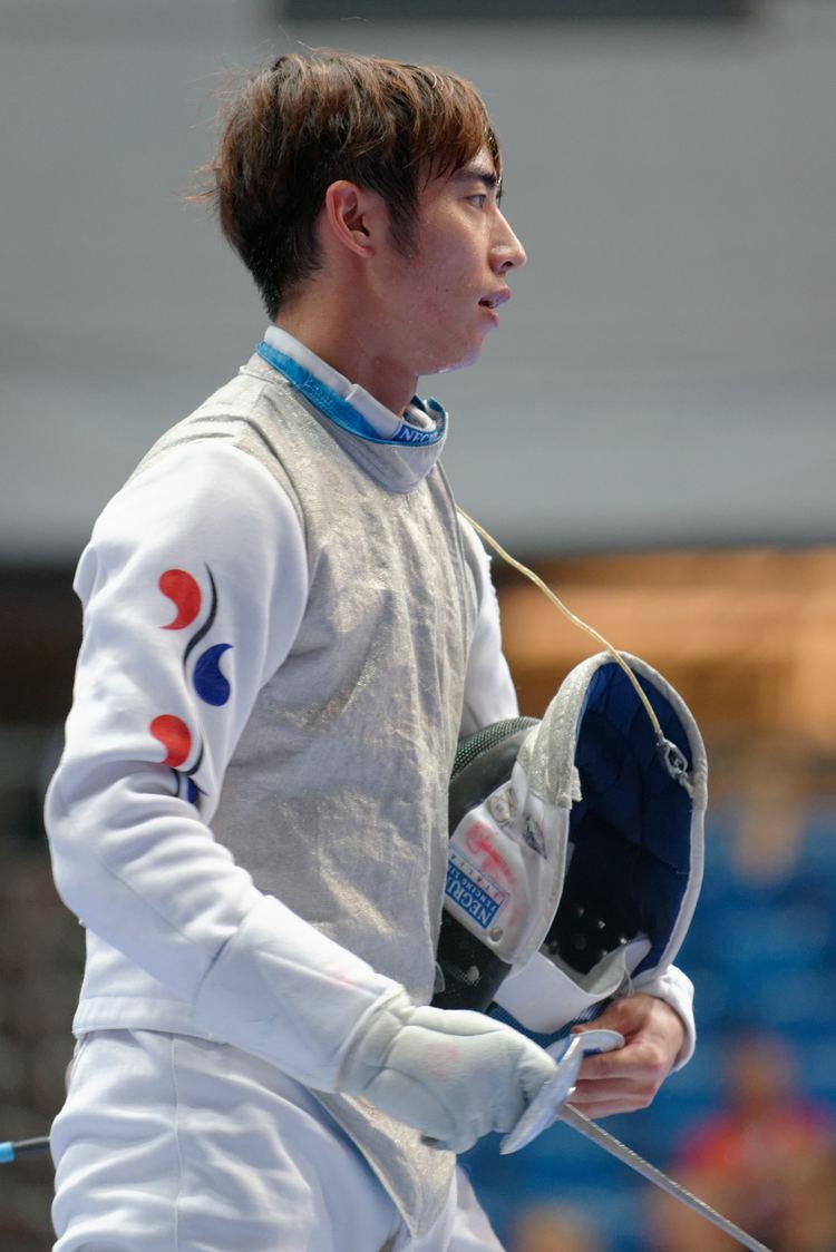Heo Jun (fencer) FileHeo Jun 2013 Fencing WCH FMSIN t095944jpg Wikimedia Commons