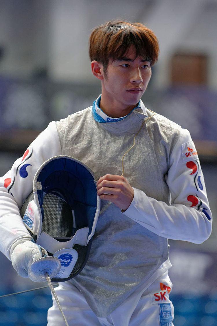 Heo Jun (fencer)