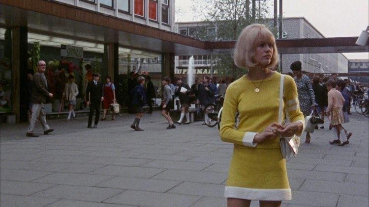 Here We Go Round the Mulberry Bush (film) Cathode Ray Tube BRITISH CULT CLASSICS Here We Go Round The
