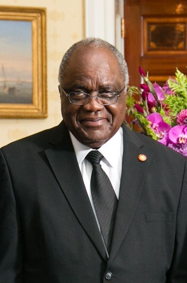 Hifikepunye Pohamba FileHifikepunye Pohamba in White Housejpg Wikimedia