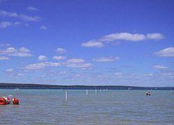 Higgins Lake httpsuploadwikimediaorgwikipediacommonsthu