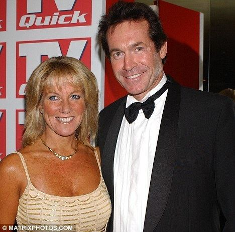Hilary Jones (doctor) TV doctor in divorce fight after cheating on wife with host of Would