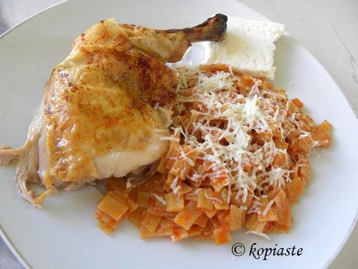 Hilopites Kotopoulo me Hilopites Chicken with Pasta Kopiasteto Greek