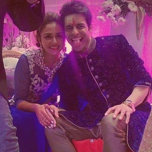 Himmanshoo A. Malhotra Amruta Khanvilkar and actor Himmanshoo Ashok Malhotra wedding photos