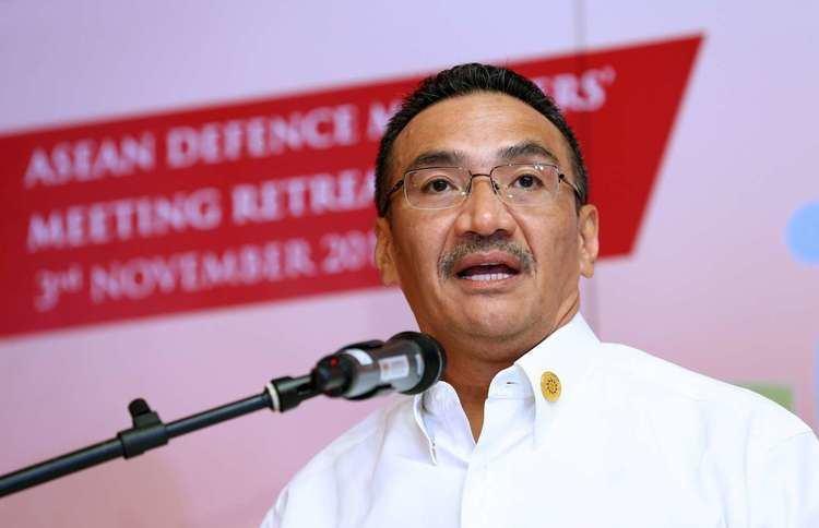 Hishammuddin Hussein Hishammuddin keeps an eye on the big picture The Star SE Asia News
