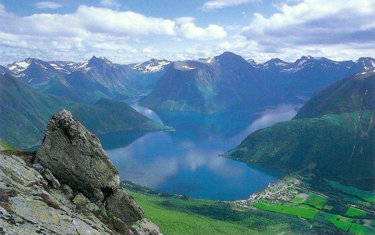 Hjørundfjorden httpswwwnafcampnocstatresv225722572jpg
