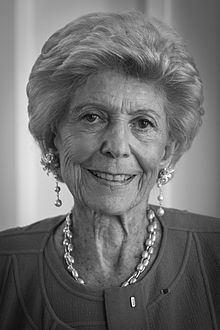 Hélène Carrère d'Encausse httpsuploadwikimediaorgwikipediacommonsthu