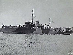 HMIS Bombay (J249) httpsuploadwikimediaorgwikipediacommonsthu