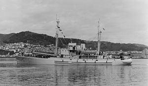 HMNZS Endeavour (1944) httpsuploadwikimediaorgwikipediacommonsthu
