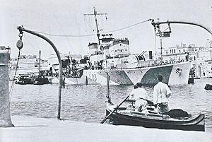 HMS Badsworth (L03) httpsuploadwikimediaorgwikipediacommonsthu